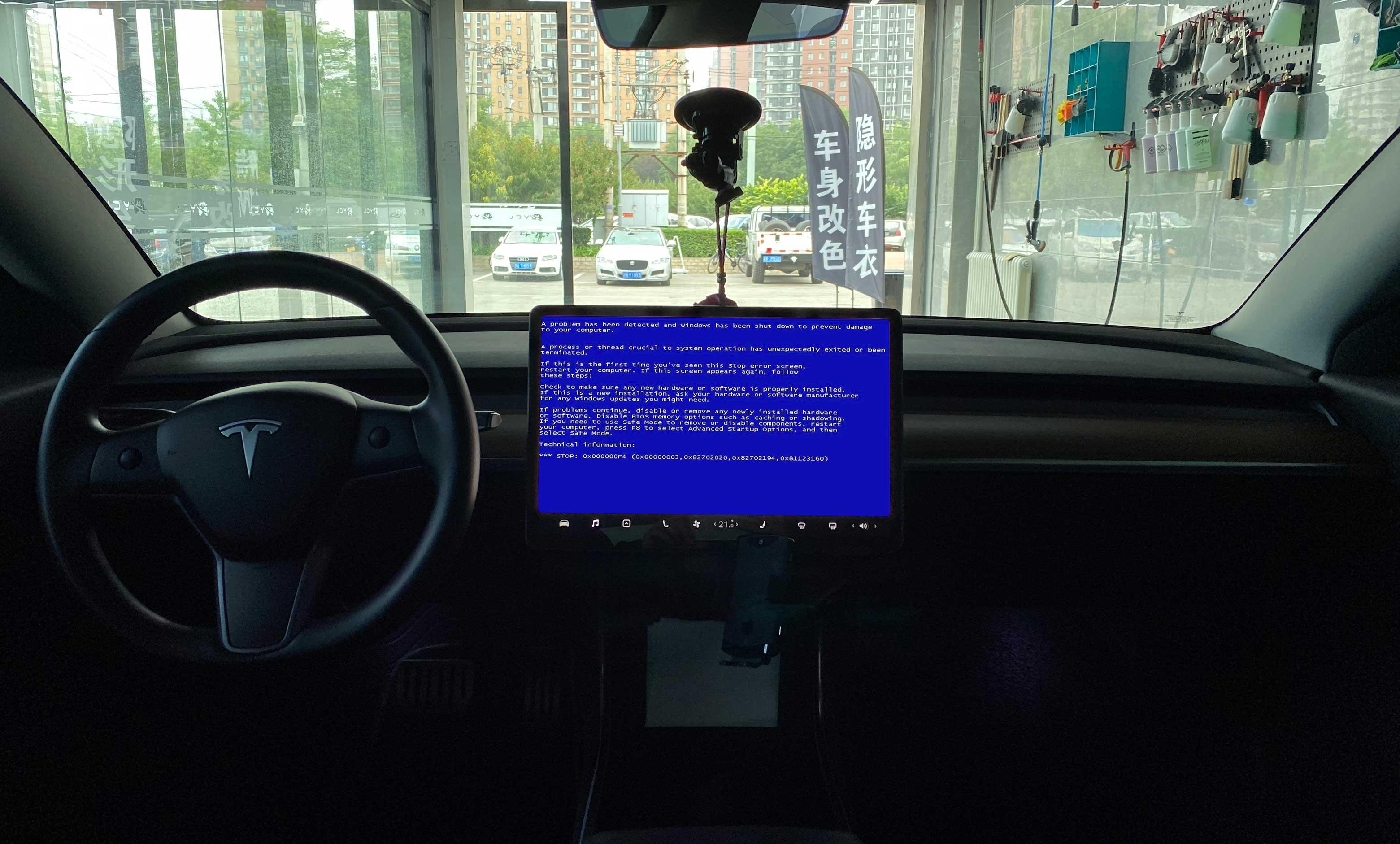特斯拉大屏幕死机了怎么办?
